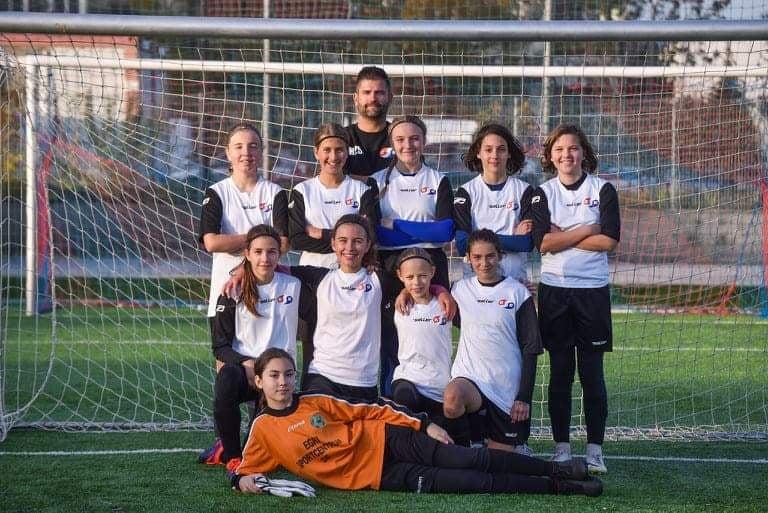 Lányok focizzatok nálunk!!!
